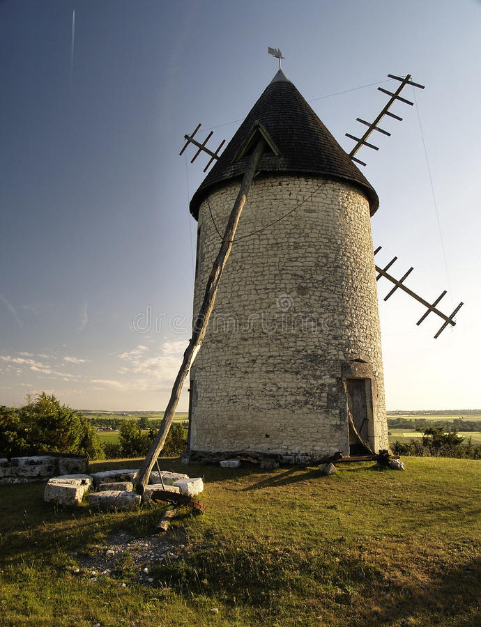 Moulin à vent dans Charente photo stock
