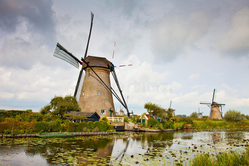 Moulin à vent dans Kinderdijk photo libre de droits