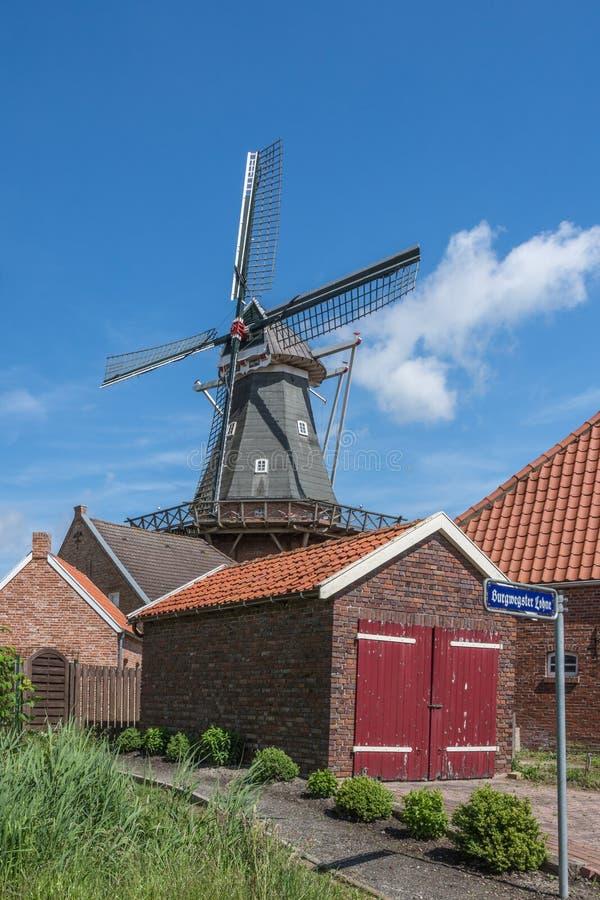 Moulin à vent dans Rysum, Frisia est, basse-saxe, Allemagne image stock