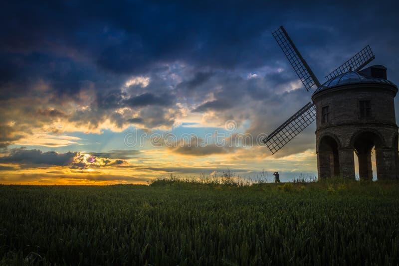 Moulin à vent de Chesterton, le Warwickshire Pendant un beau coucher du soleil d'été images stock