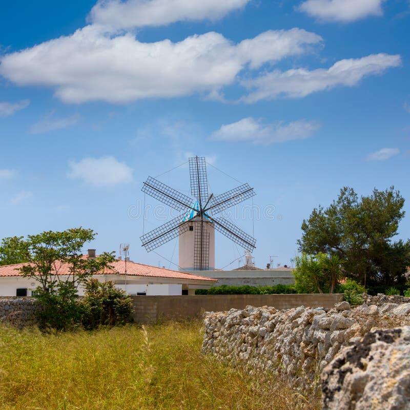 Moulin à vent de Menorca Sant Lluis San Luis Moli de Dalt dans baléar photographie stock libre de droits