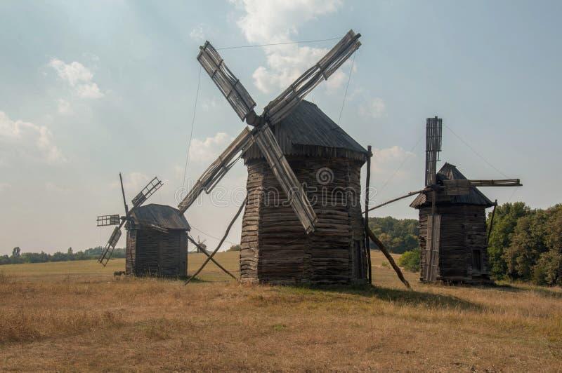 Moulin à vent en bois délabré antique, Pirogovo photo libre de droits