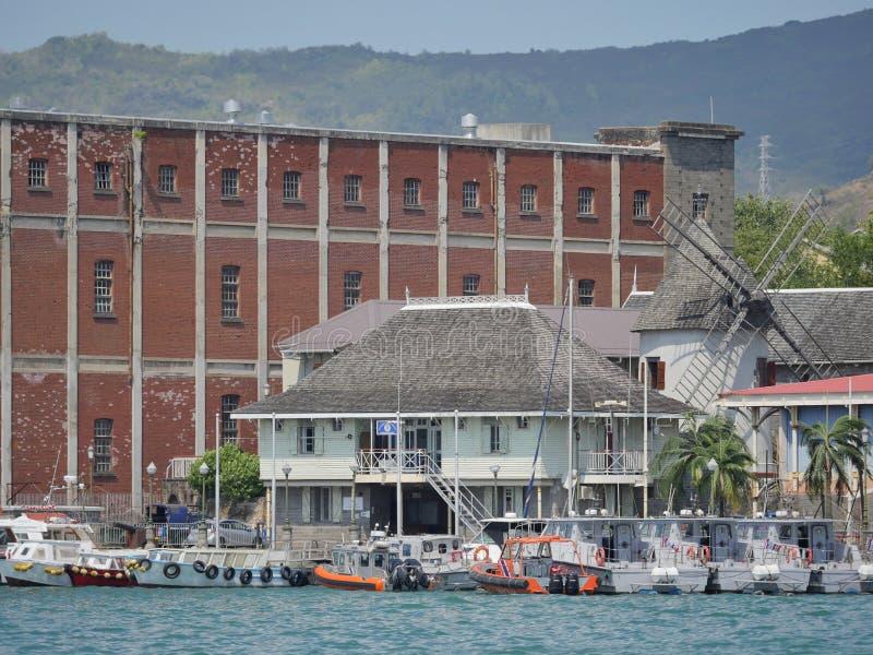Moulin à vent et grenier au port de Maurice image libre de droits