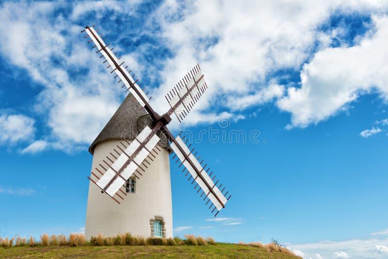 Moulin à vent européen antique images libres de droits