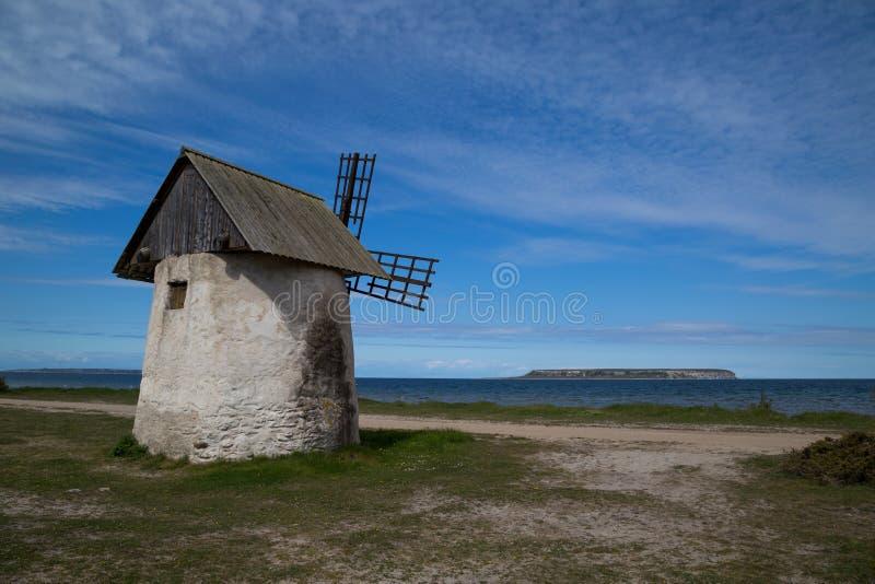 Moulin à vent historique sur l'île du Gotland, Suède photos libres de droits