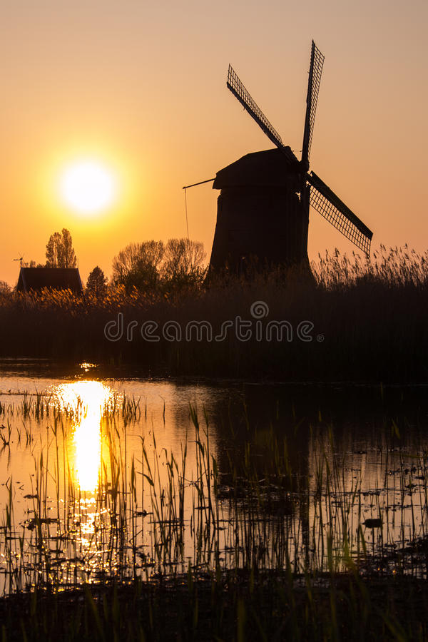 Download Moulin à vent hollandais image stock. Image du hollandais - 45356975
