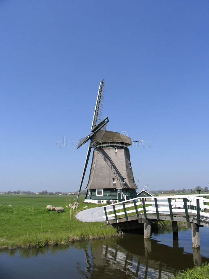 Moulin à vent hollandais 8 image libre de droits