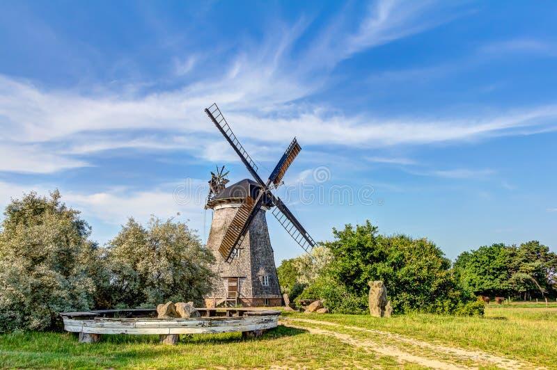 Moulin à vent hollandais type images libres de droits