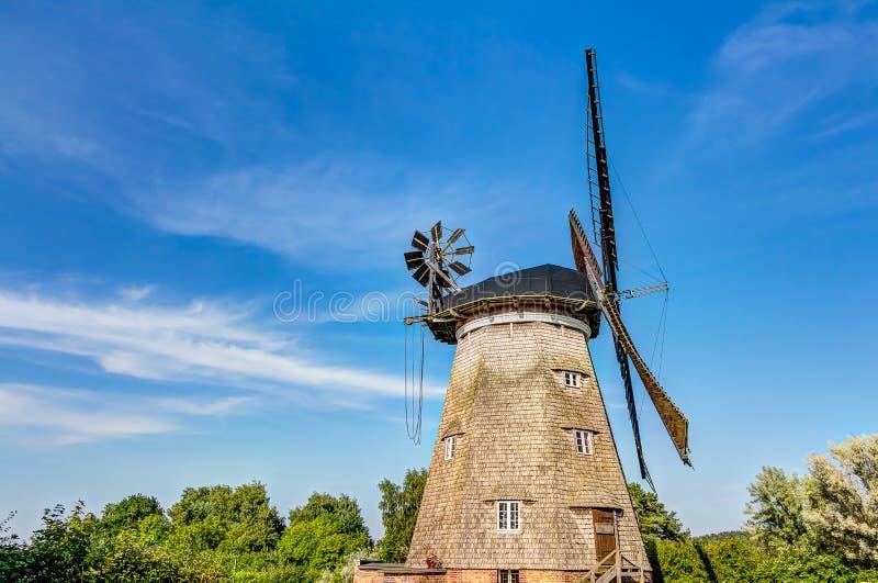 Moulin à vent hollandais type photos libres de droits