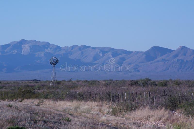 moulin à vent isolé photo libre de droits