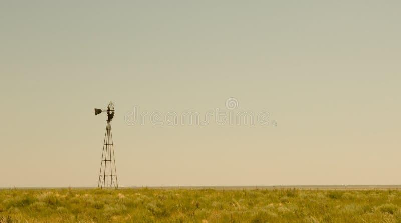 moulin à vent isolé image libre de droits