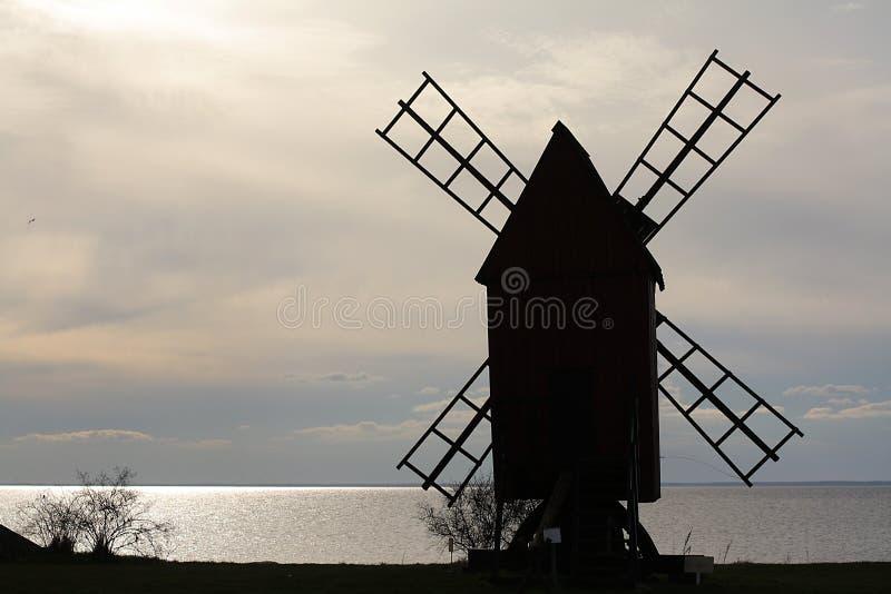 moulin à vent isolé images stock