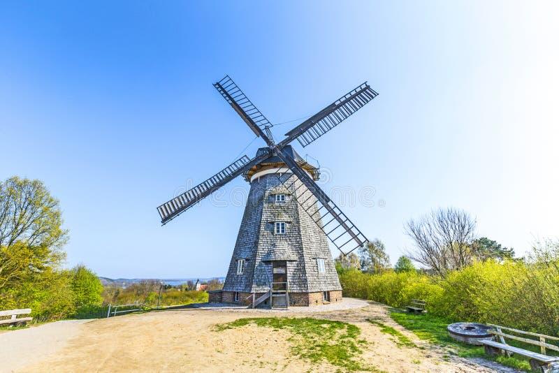 Moulin à vent néerlandais dans le benz images stock