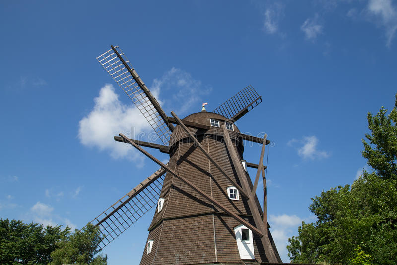 Moulin à vent néerlandais historique de style dans Melby, Danemark photo stock