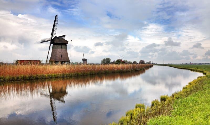 Moulin à vent néerlandais traditionnel
