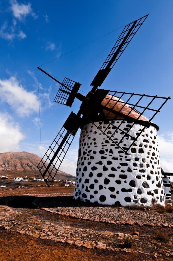 Moulin à vent traditionnel à Fuerteventura image stock