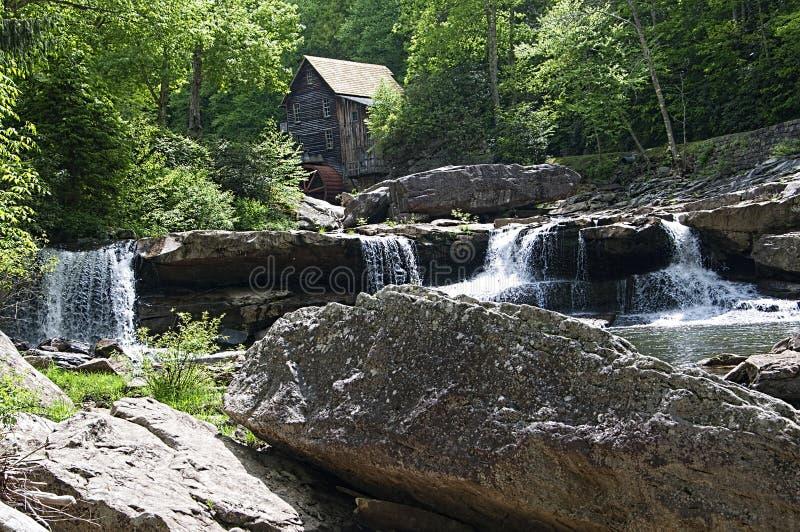 Moulin de blé à moudre de crique de clairière en parc d'état Babcock la Virginie Occidentale Etats-Unis photos libres de droits