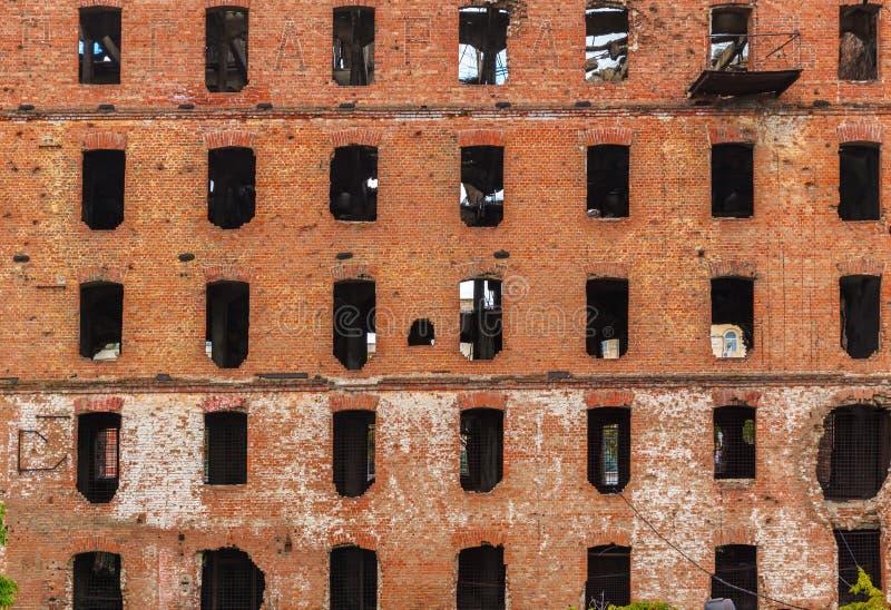 Moulin de brique rouge, ruiné pendant la guerre mondiale 2 image stock