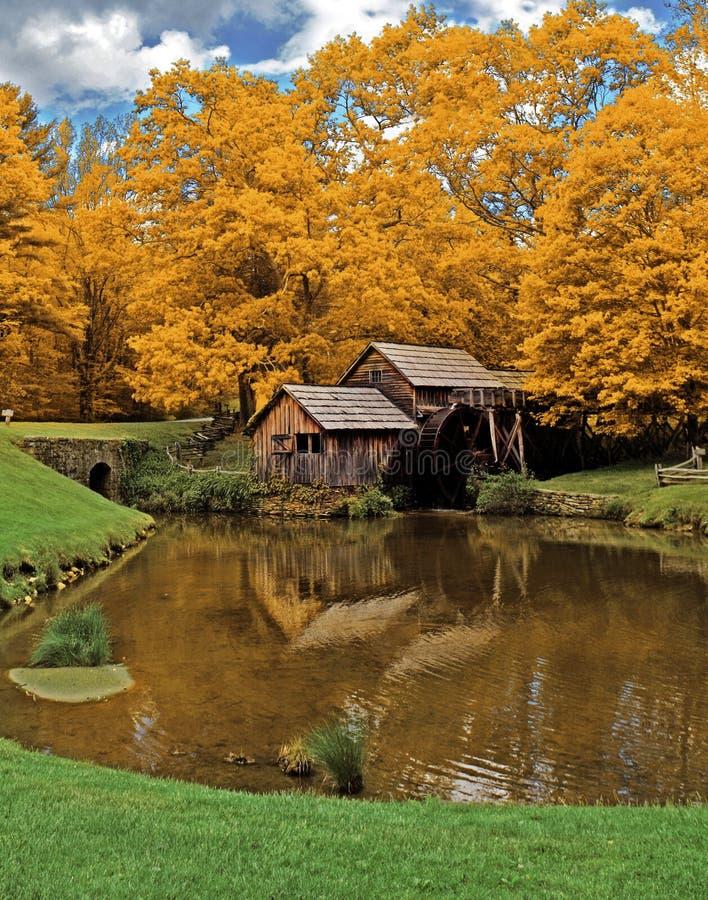 Moulin de Mabry en automne images libres de droits