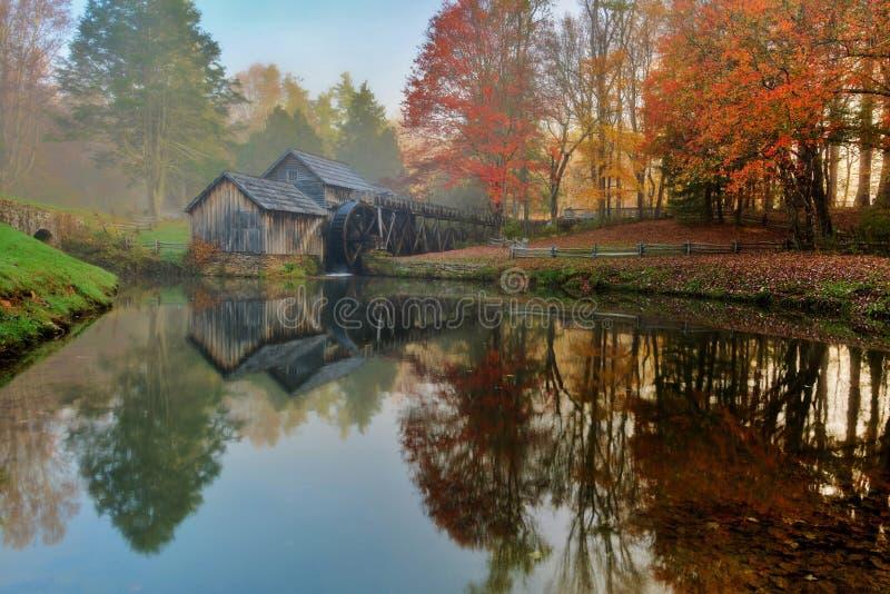Moulin de Mabry sur Ridge Parkway bleu images libres de droits