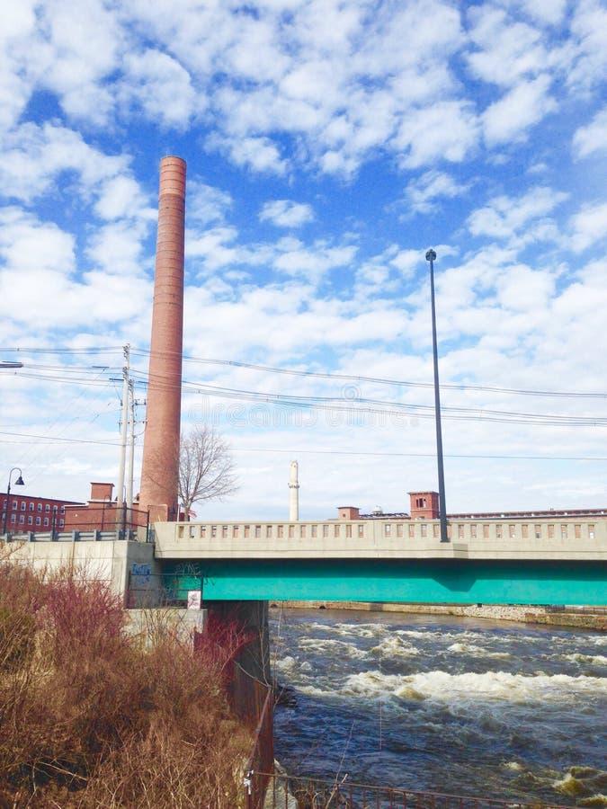 Moulin de pont de rivière photo libre de droits