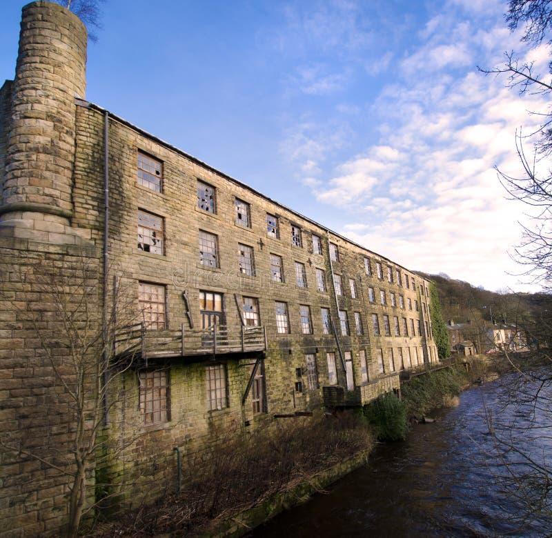 Moulin de textile en pierre abandonné dans Yorkshire photo stock