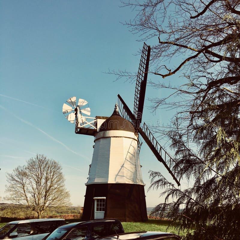 Moulin de vent à la ferme image libre de droits