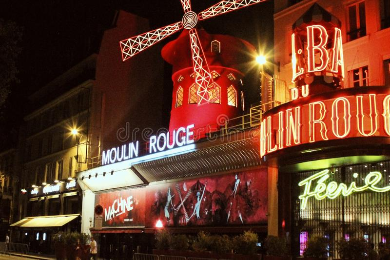 Moulin Rouge royaltyfria bilder