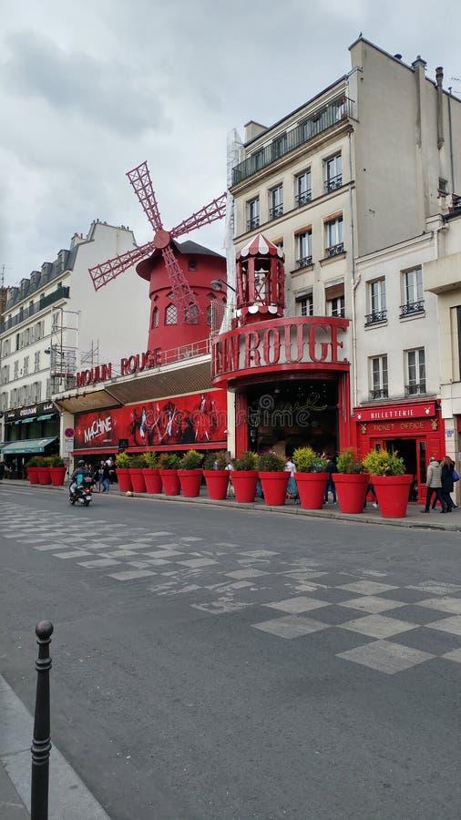 Moulin Rouge bis zum Tag stockbild