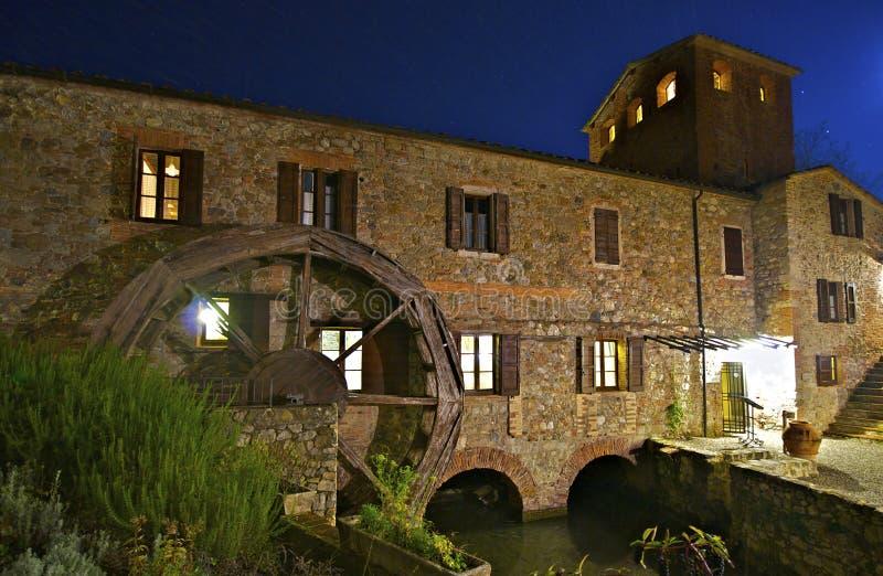 moulin Toscane d'automne images libres de droits