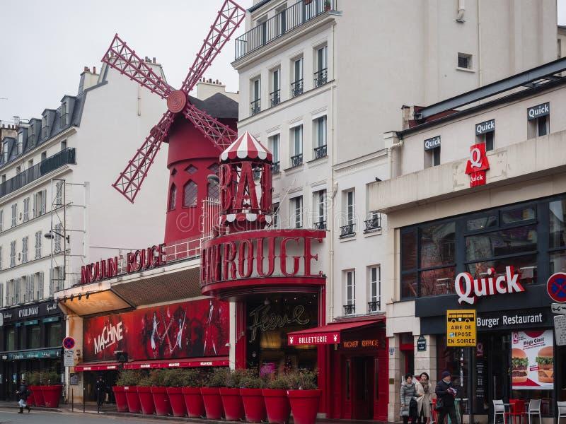 moulinparis rouge Det är en berömd kabaret som byggs i 1889, läge fotografering för bildbyråer