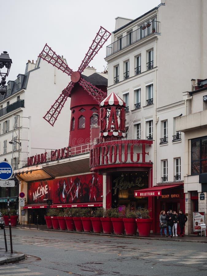 moulinparis rouge Det är en berömd kabaret som byggs i 1889, läge royaltyfri fotografi