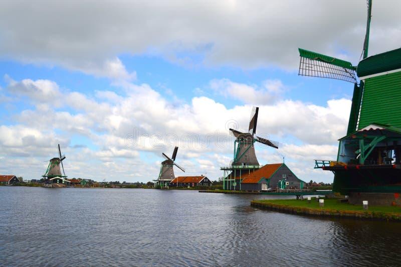 Moulins à vent à Amsterdam images libres de droits