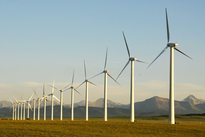Moulins à vent au coucher du soleil photo libre de droits