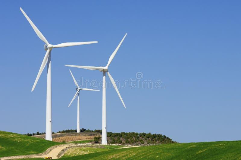 Moulins à vent au lever de soleil images libres de droits