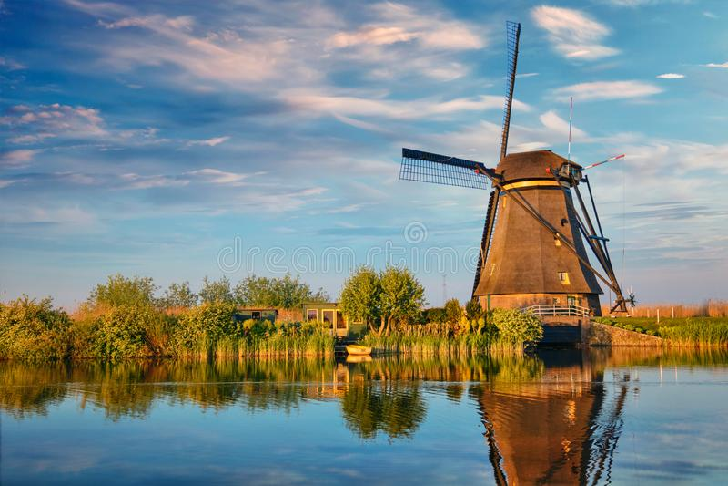 Moulins à vent chez Kinderdijk en Hollande netherlands images libres de droits