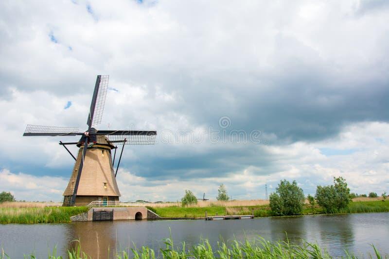 Moulins à vent dans Kinderdijk, Pays-Bas image libre de droits