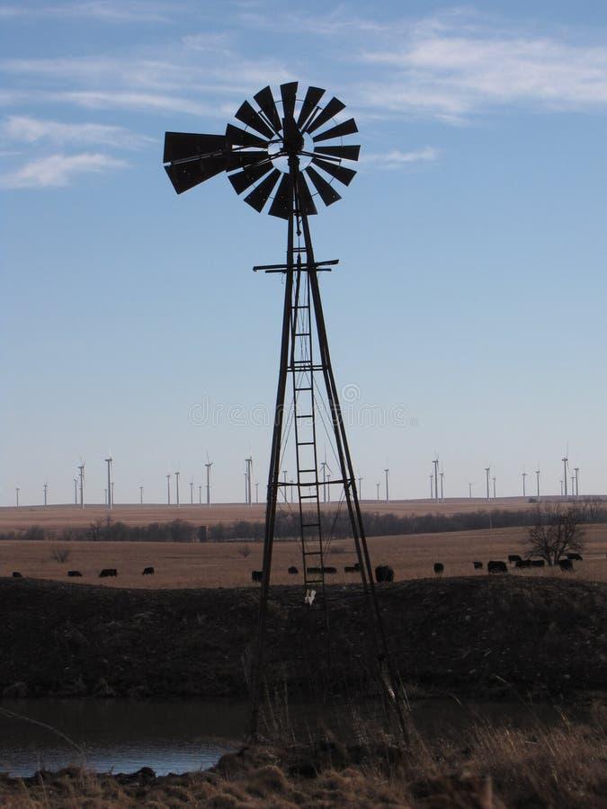 Moulins à vent de, générateurs de nouveau photos libres de droits