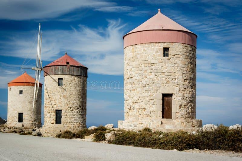 Moulins à vent de Rhodes photo libre de droits