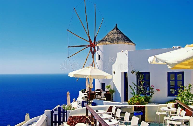 Moulins à vent de Santorini photographie stock libre de droits
