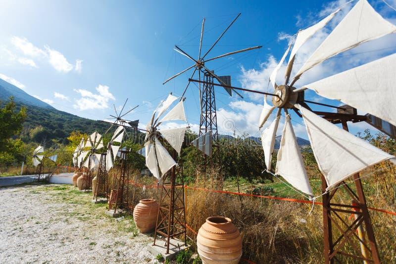 Moulins à vent sur le plateau de Lassithi photo libre de droits