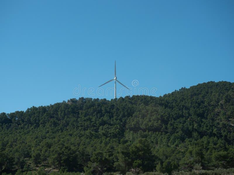 Moulins d'énergie éolienne de car photo stock