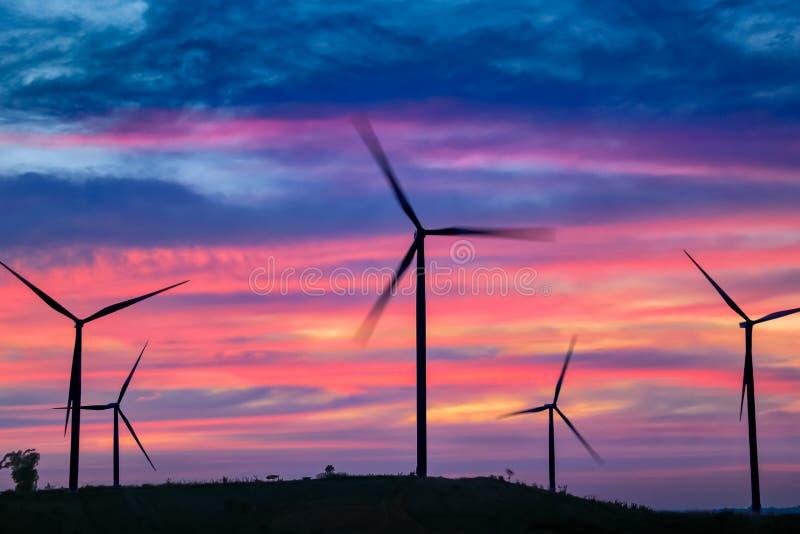 Moulins d'énergie éolienne, Thaïlande photographie stock