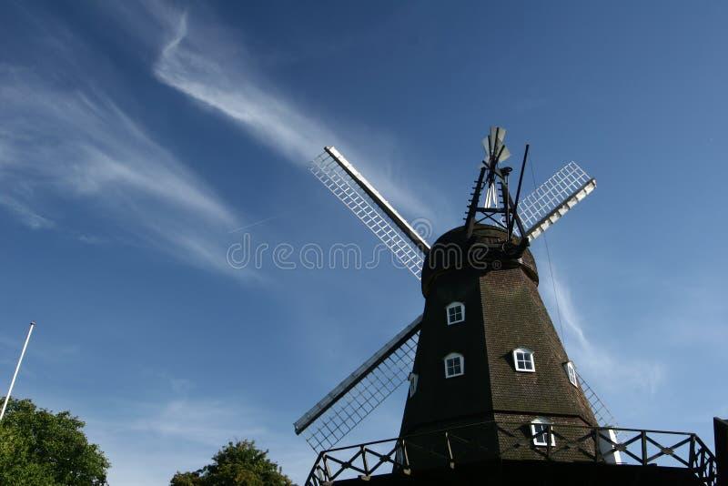 Download Moulins de vent antiques photo stock. Image du fond, antique - 727234