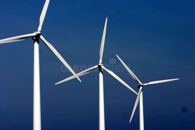 Moulins de vent de l'électricité image stock