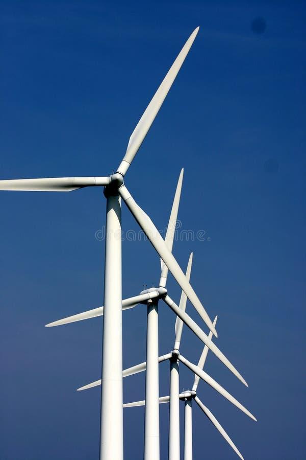 Moulins de vent de l'électricité images libres de droits