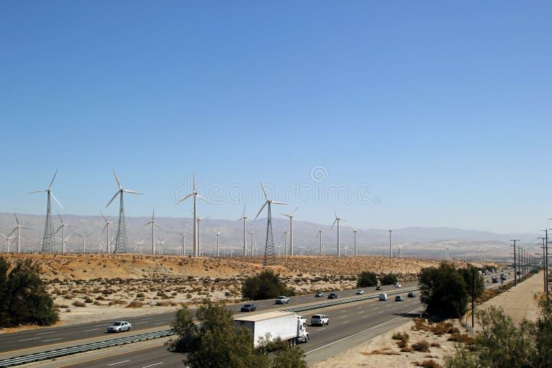 Moulins de vent sur des collines avec la route photographie stock libre de droits