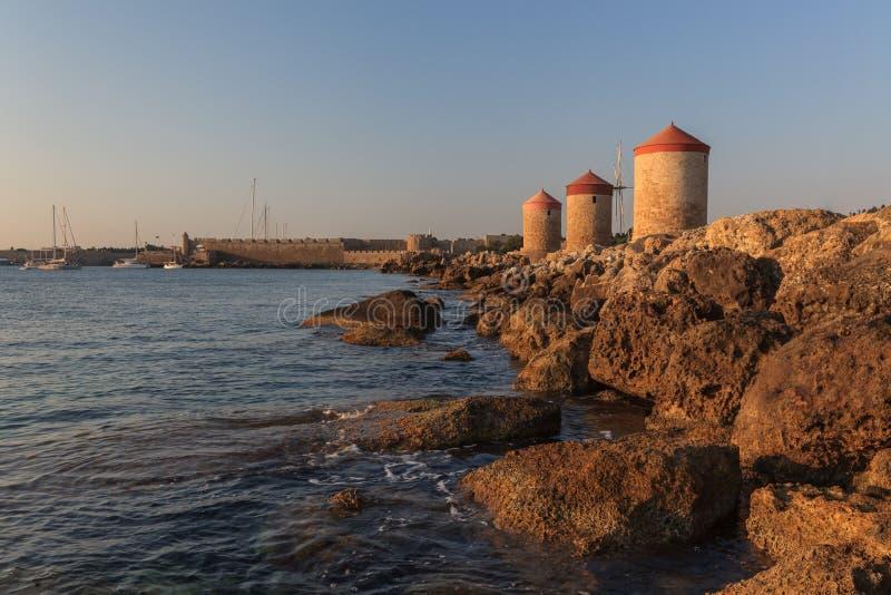 Moulins ? vent chez Rhodes Greece photos stock