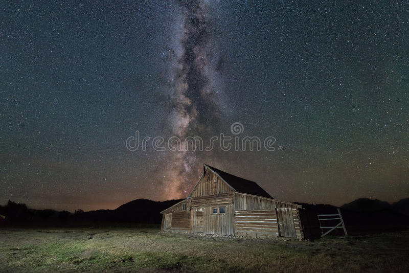 Moulton-Scheune unter der Milchstraße-Galaxie lizenzfreie stockfotografie