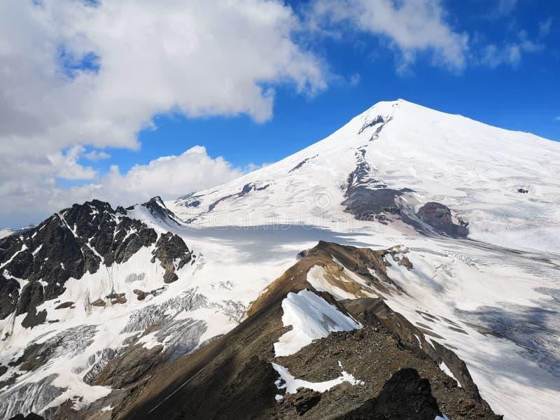 Mount Elbrus в Кавказ стоковая фотография